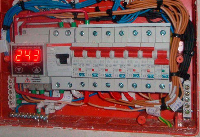 Какие электроприборы должны находиться в щитке