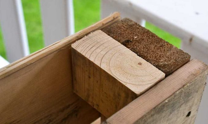 29-678x405 Лавочка для дачи - 150 фото идей деревьяных и металических дачных лавочек и скамеек