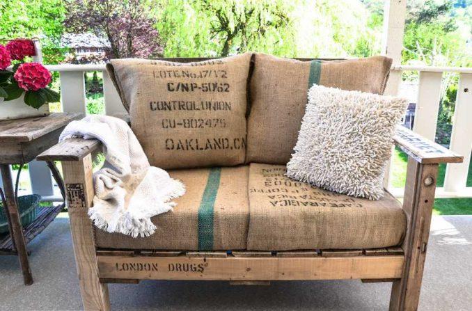 33-678x447 Лавочка для дачи - 150 фото идей деревьяных и металических дачных лавочек и скамеек